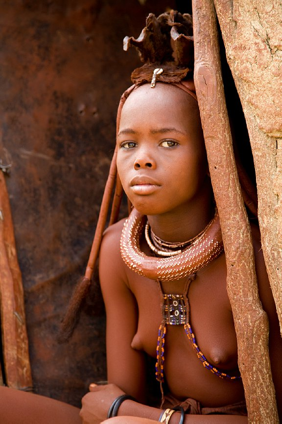 Youngster himba ladies discuss..