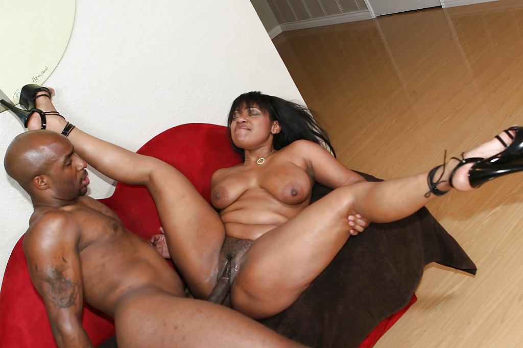 Black biotch Janet Jacme blows a hefty..