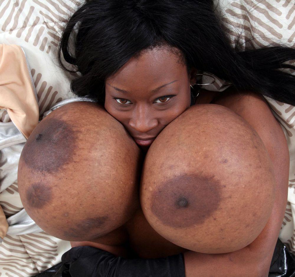 Ebony woman hook-up bomb with huge..