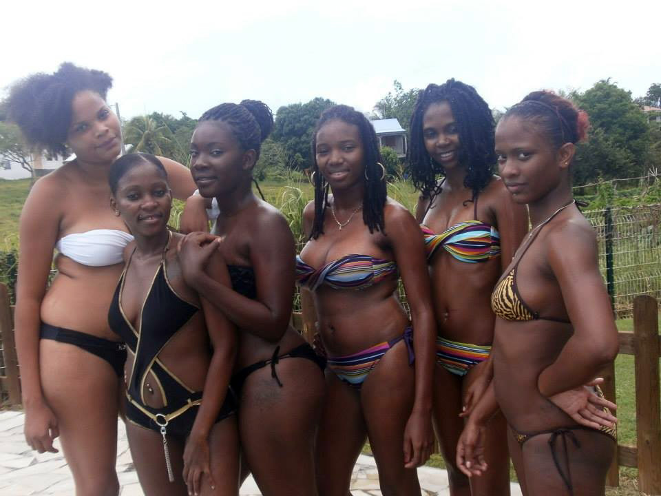 Killer black damsels in the bikinis..