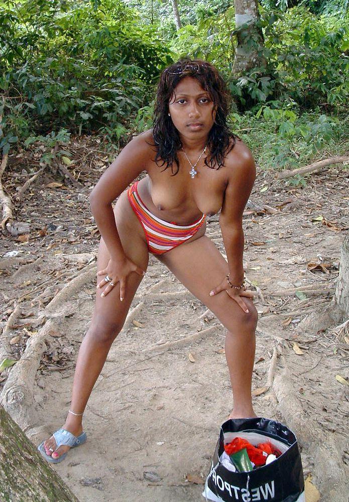 Killer dark-hued gf posing nude in the..