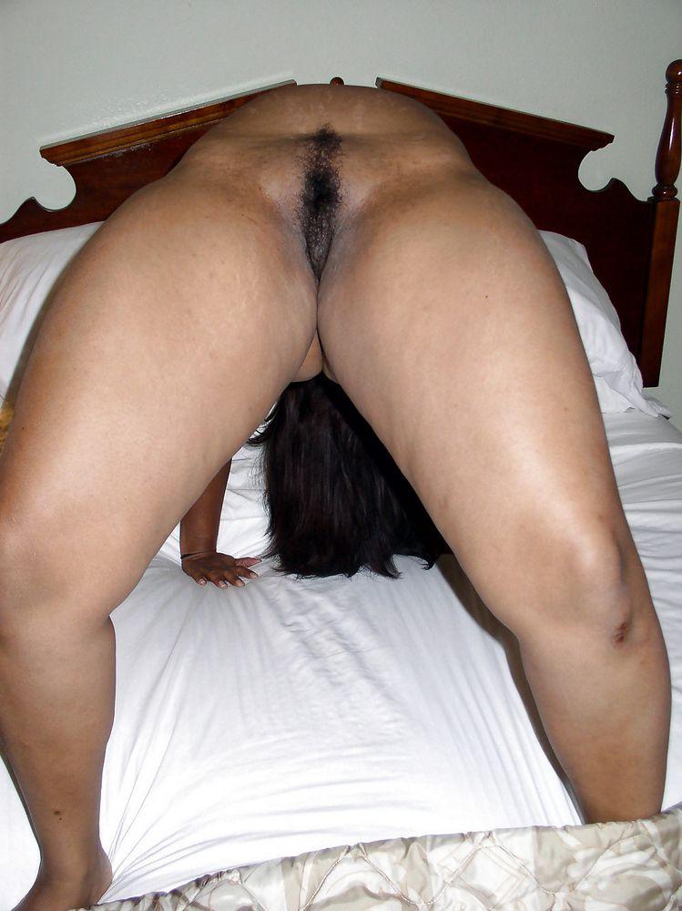 Meaty dark-hued wifey posing bare in..