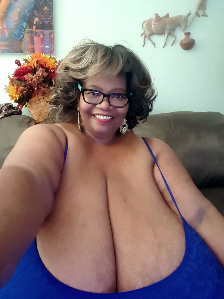 One ebony Plumper with jaw-dropping..