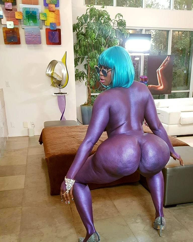Tatted ebony  with giant rump Victoria..