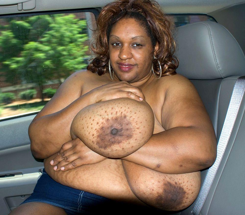 Lush ebony mummy Dlysha squashing her..